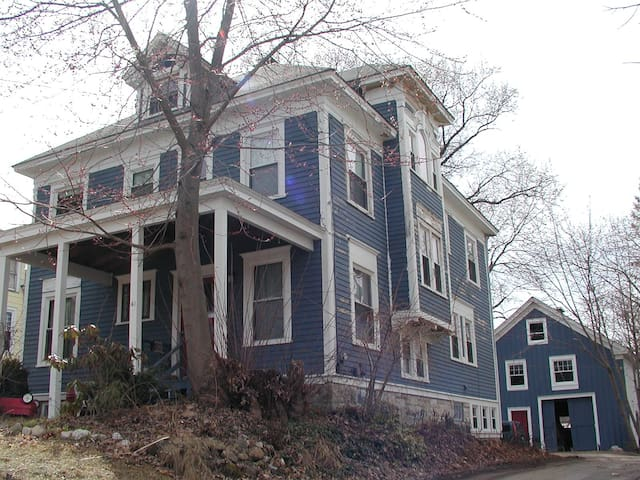 1890's Victorian @1/2 mile downtown - Pittsfield - บ้าน