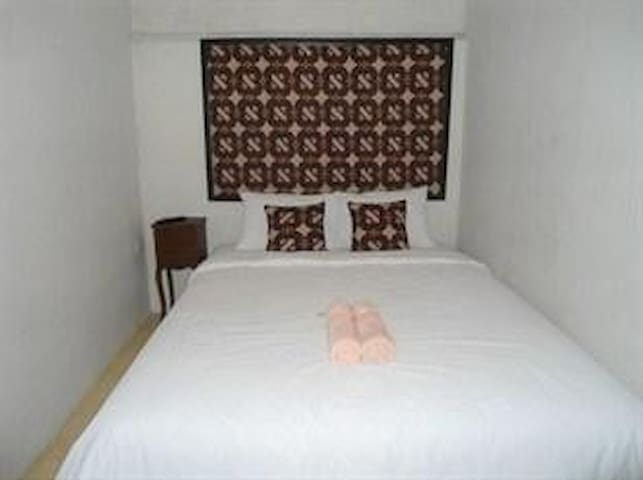 Dhaup Guest House Superior Room 5 - Yogyakarta - Bed & Breakfast