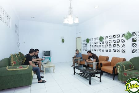 Cirebon BnB - Your Home in the Central of Cirebon - Kejaksan