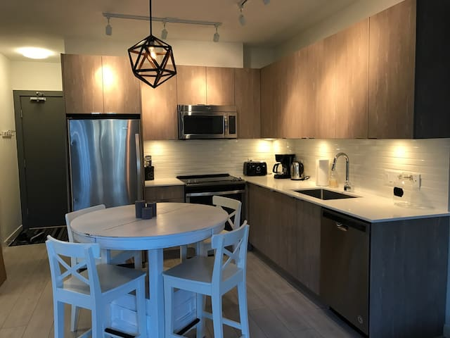 Brand new downtown Squamish Condo - Squamish