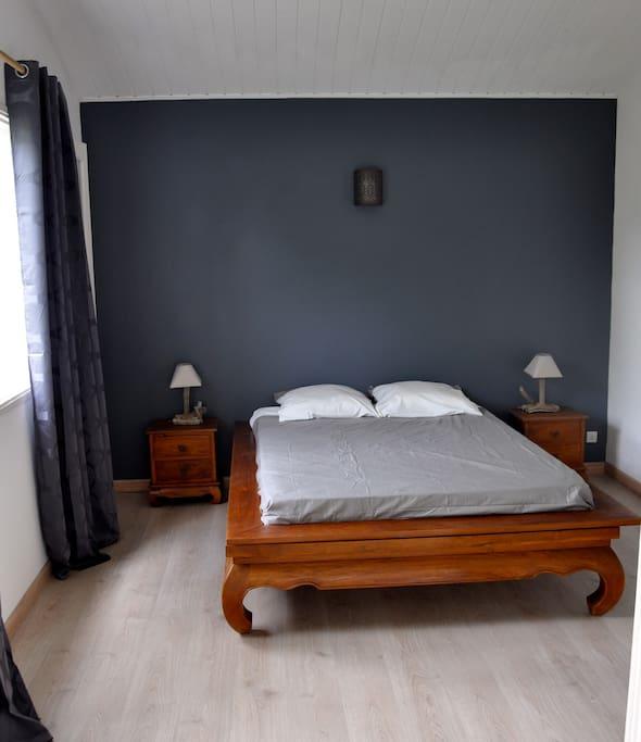 chambre 1 : lit 140X190, placards et climatisation