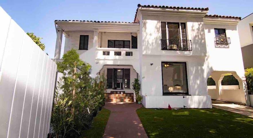 Beverly Grove Retreat 6 Rooms 2 baths W/Breakfast