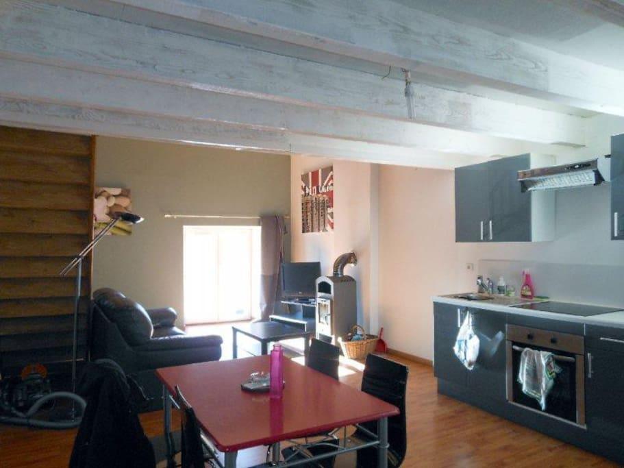 Loft de 80 m tre carr appartements louer noves for Chambre 7 metre carre