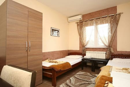 Nice room with 3 separate beds - Casa