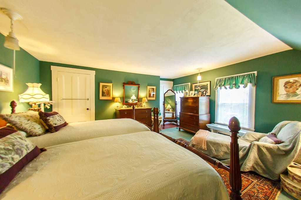 The Comfy Room for 2, or Main Guest Room, has two comfortable twin beds, two windows overlooking the front yard and is just a few footsteps from the shared bathroom.