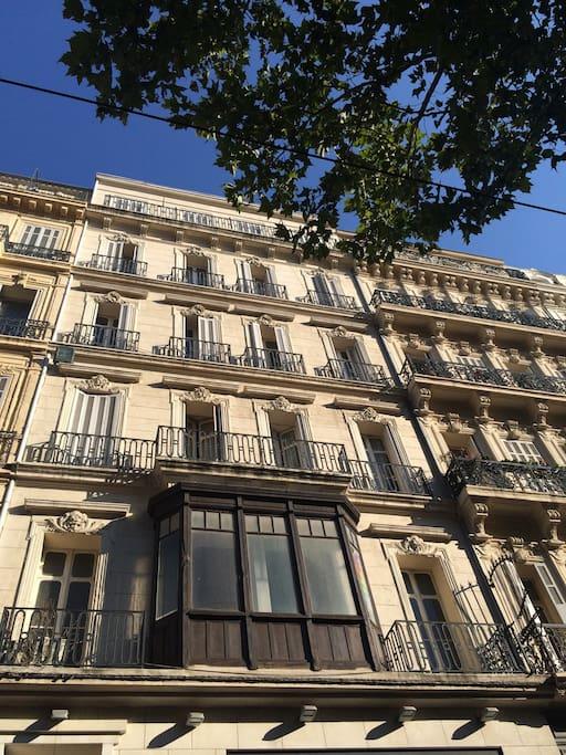 Appartement haussmanien centre appartements louer for Appartement design friche gare st charles vieux port