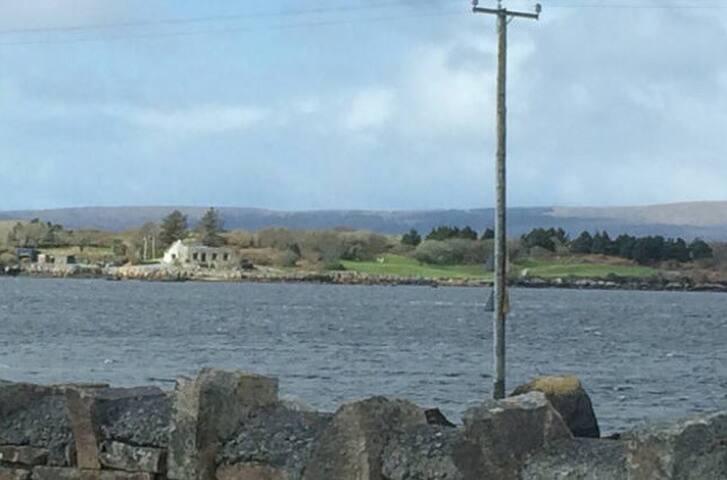 Connemara Home Near The Sea