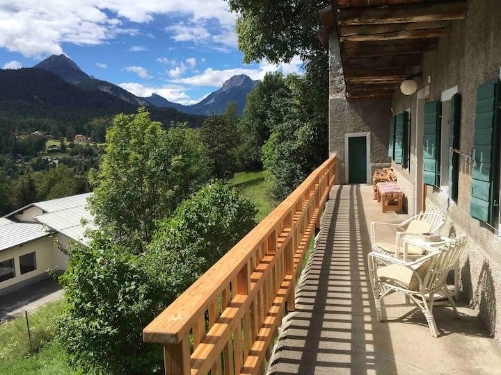 La casa del Noce, immersa nel verde delle Dolomiti