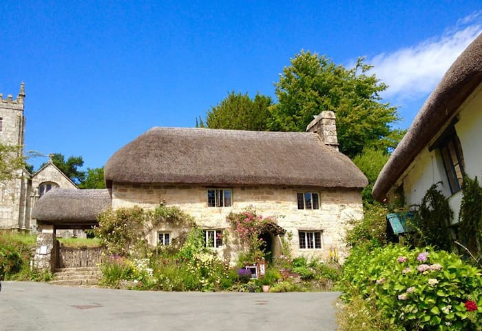 Dartmoor medieval church cottage - Throwleigh - Bed & Breakfast