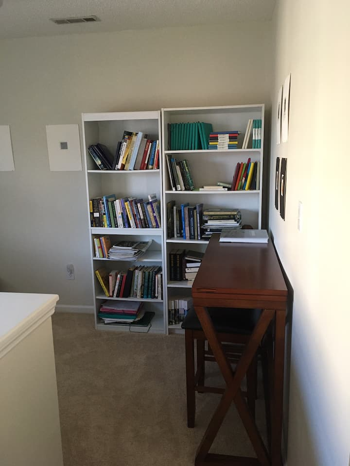 The Little Nook in Calm & Close to Downtown