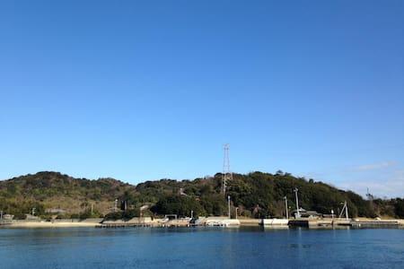 b.Mukaejima away 100m from Naoshima - Casa