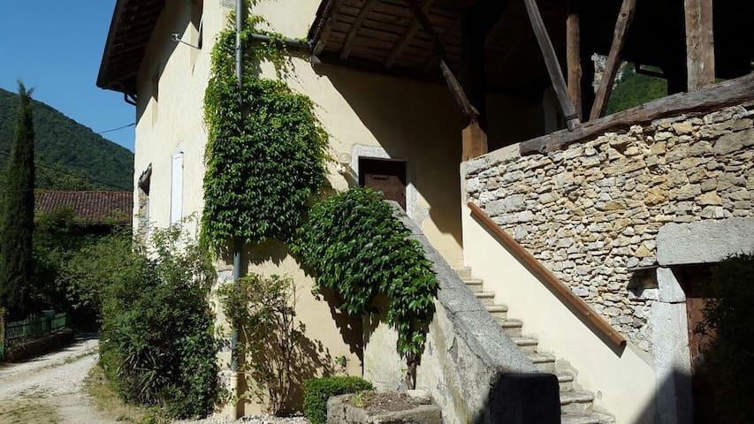 La Mandorne - Saint-Rambert-en-Bugey - Aamiaismajoitus