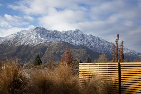 Remarkable views, stunning home - Lower Shotover