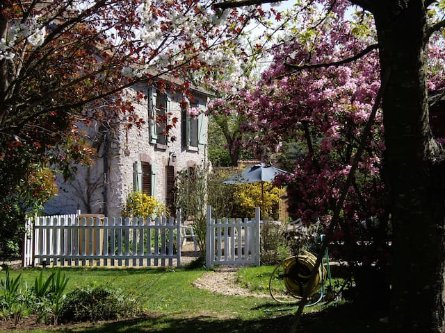 """Gîte  """"Chez Flo"""" - Saint-Lubin-de-la-Haye - Hus"""