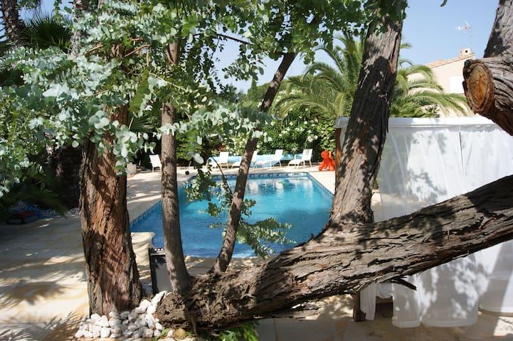 chambre  2 personnes avec piscine - Agde - บ้าน