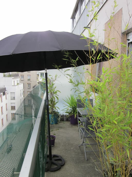 Paris studio atypique avec balcon apartments for rent for Studio atypique paris