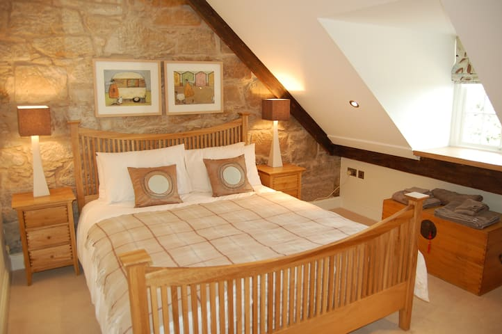 1st floor king size bedroom