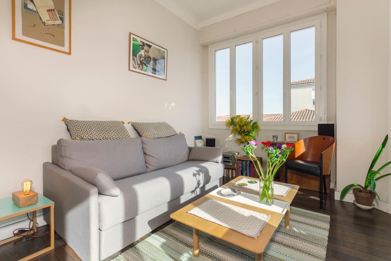 Un appartement baignée de lumière avec double vitrage et climatisation