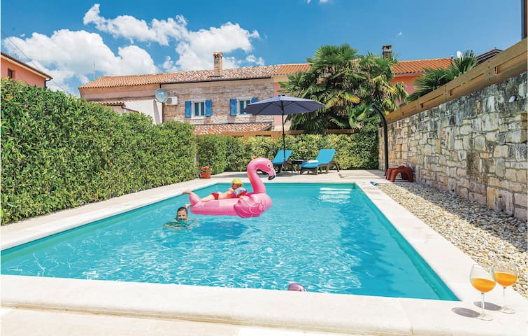 Terraced house with 2 bedrooms on 74m² in Rovinj