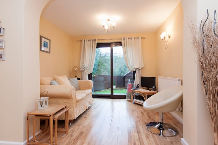 Spacious 4 bedroom detached house - Chudleigh - House