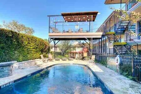 SOCO top floor, Private Room W/Balcony and view!