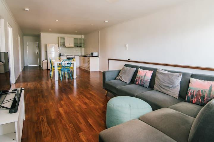 6 Bedroom + 2 Bath Apartment  // Spence St