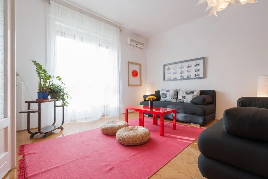 Large livingroom with two pull out sofas, A/C and LCD Tv