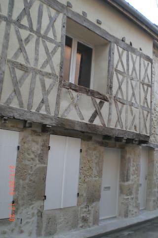 Studio dans rue médiévale - Casteljaloux
