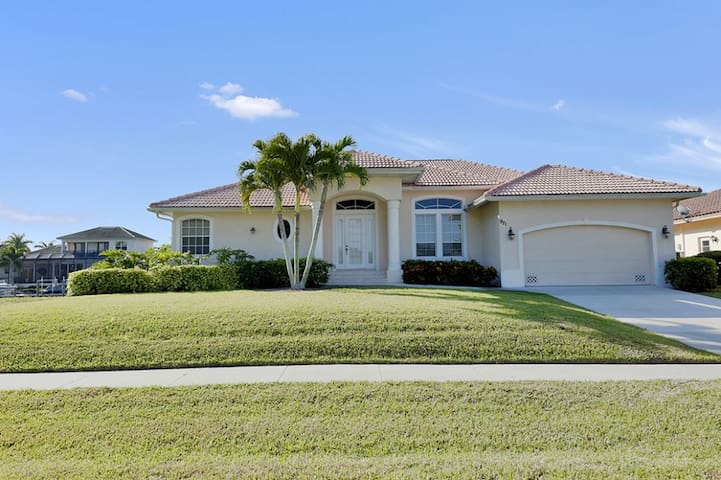 IVORY CT. 921 SOUTHERN EXPOSURE, WATERFRONT, POOL HOME!