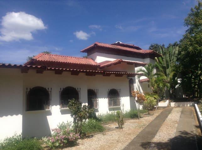 Villa Casa Blanca - Estrada