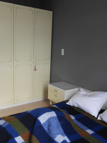 appartement achter centraal station - Antuérpia - Apartamento