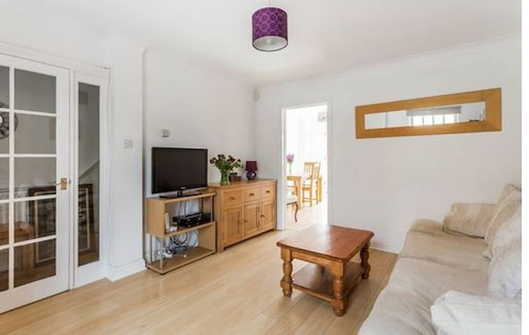 3 bed town house Reigate Surrey - Reigate