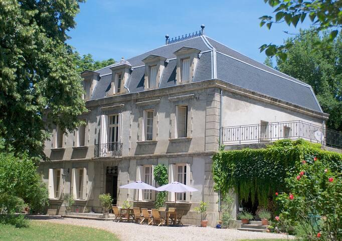 Château de Dournes: Chambre Parc - Blan - Bed & Breakfast