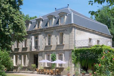 Château de Dournes: Chambre Pastel - Blan - Szoba reggelivel