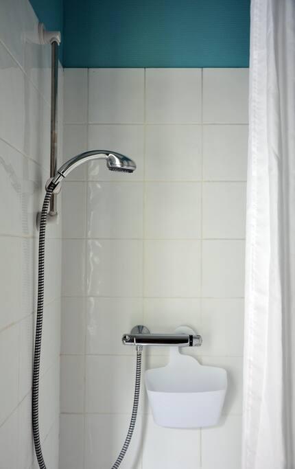 Douche et wc dans le studio