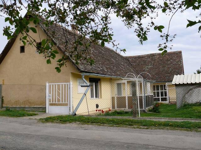 Nice old loam farmhouse - Kisdorog - House
