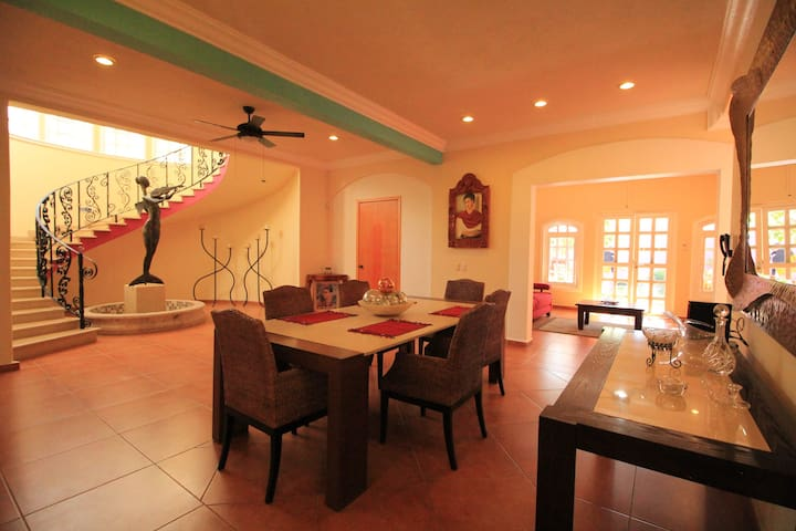 Casa Frida Dinner Room