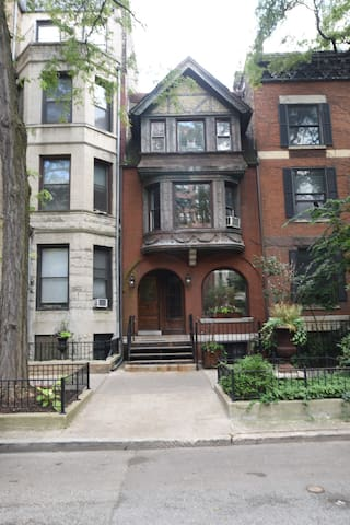 Historic Gold Coast One Bedroom Brownstone Gc3 Apartments For Rent In Chicago Illinois