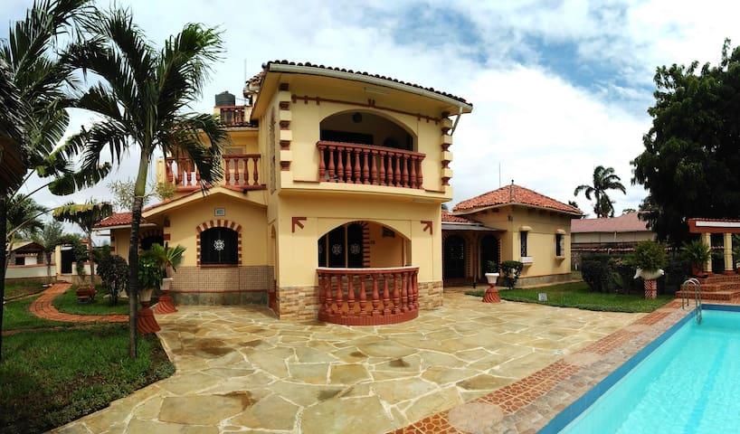 Villa Peponi, 3 bedroom house with pool in Likoni