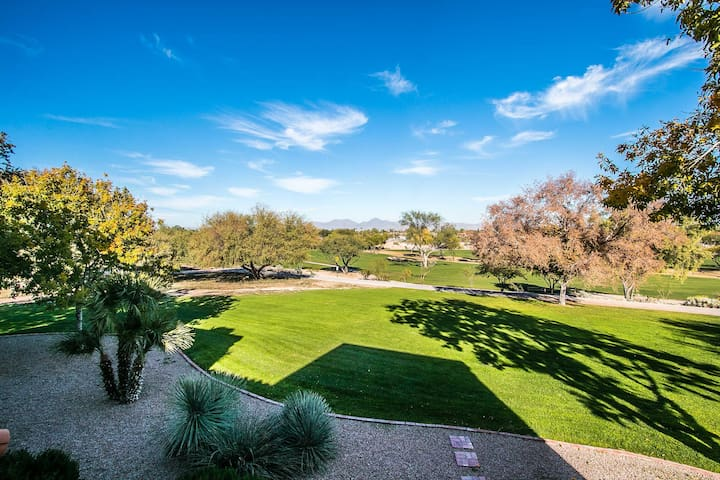 Luxurious golf course condo in heart of Scottsdale