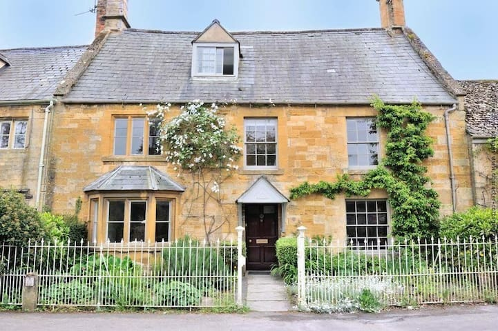 Luxury Cotswold cottage sleeps 12 - Moreton-in-Marsh - Haus