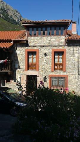 Casa en los Picos de Europa, entre mar y montaña. - Asturias