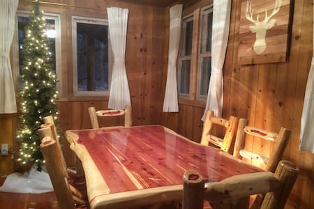 Historic 1922 Cabin with Modern Amenities - Idyllwild-Pine Cove