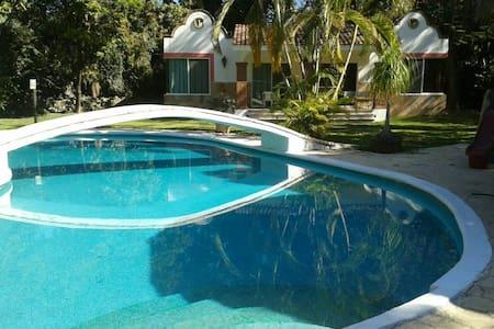 Hermosa villa alberca y gran jardin - Yautepec, Morelos, MX - Villa