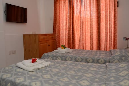 Room with two single beds - Larnaca - Bed & Breakfast