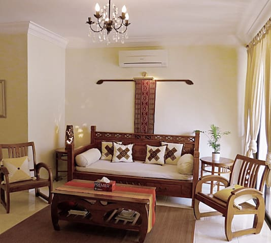 Homely CasaTropicana Sleeps 4++. Flex check in/out