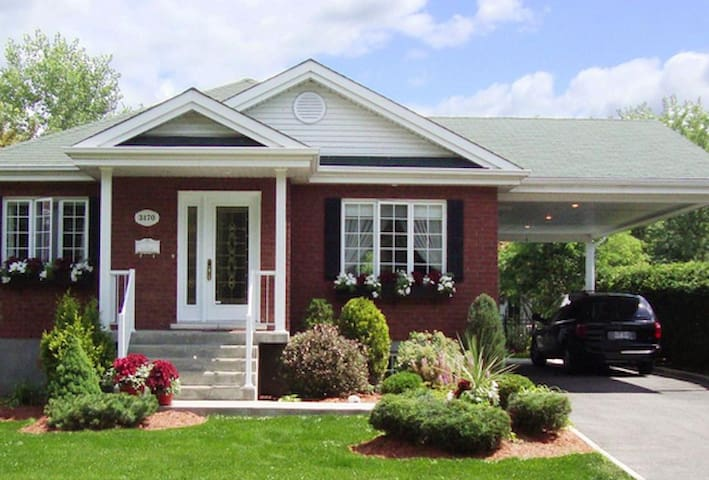 Banlieu sud  de Montréal - モントリオール - 一軒家