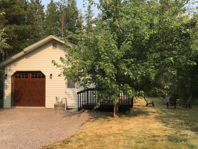 Glacier edge retreat excellent location vacation homes for rent in hungry horse montana - Large summer houses energizing retreat ...
