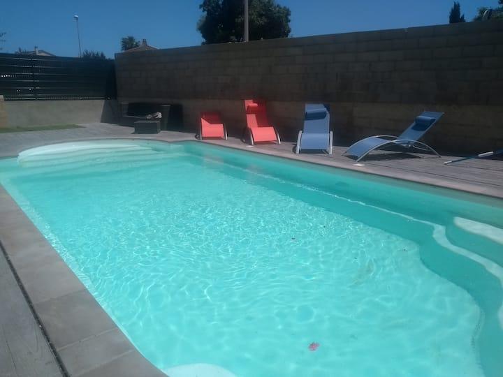 12 personnes, 1,2 km de la mer, piscine privée