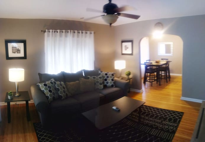 Cozy Little Bungalow In Speedway Close to downtown